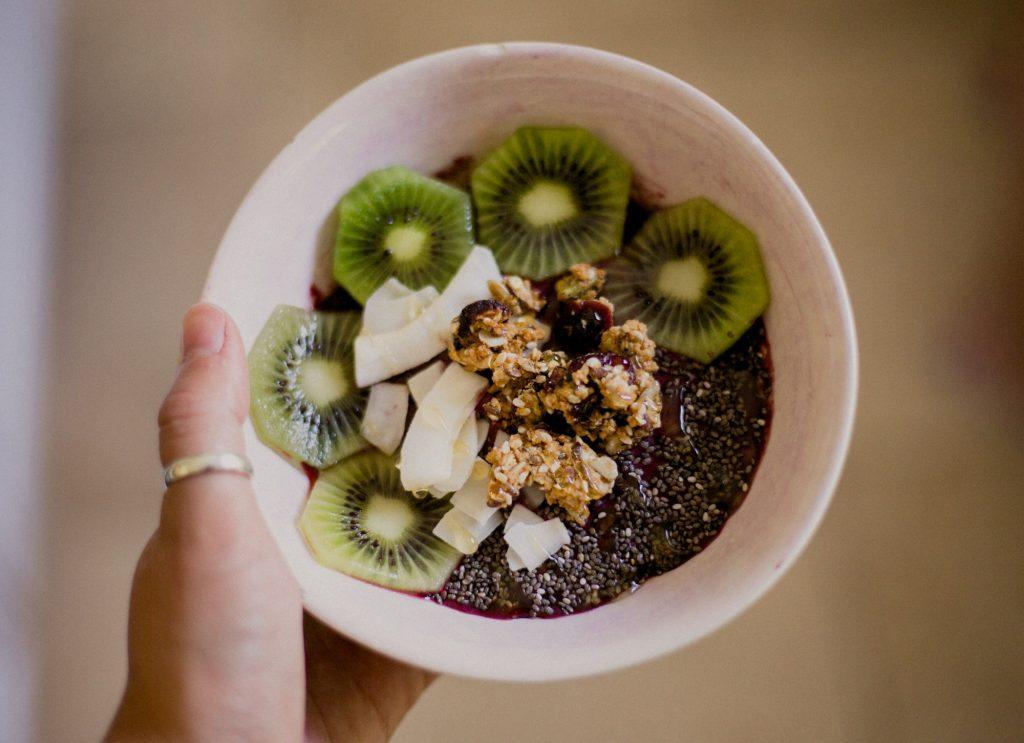 comment-dire-vegan-végétarien-différentes-langues-açai-bowl