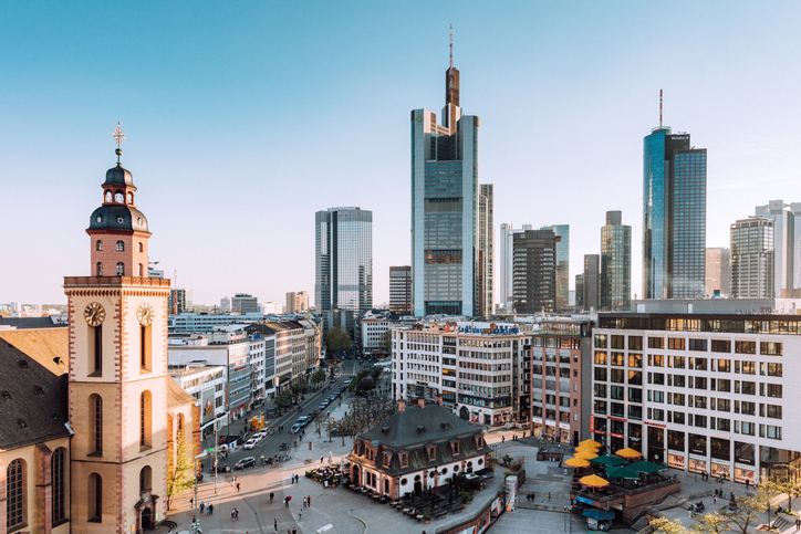 how to learn german easily - frankfurt skyline - busuu blog