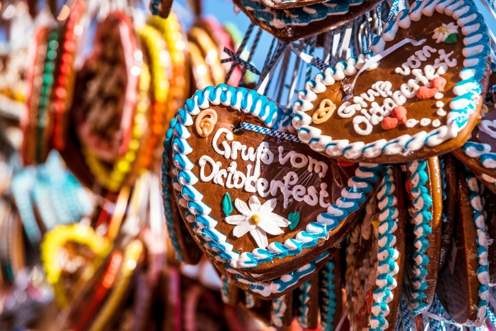 Treat yourself to a gingerbread heart at Oktoberfest 2019 – a recommendation from Busuu's specialised Oktoberfest German phrasebook